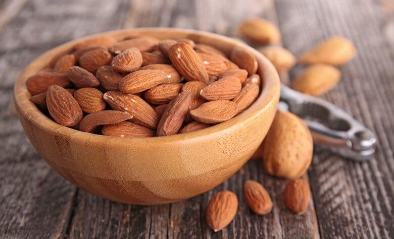 خوراکی هایی که باعث شادابی پوست می شوند,غذاهایی که باعث شادابی پوست می شود,مواد خوراکی برای شادابی پوست