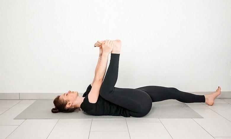 حرکت های یوگا برای کمر درد,ورزش یوگا برای درمان کمر درد,بهترین حرکات یوگا برای کمر درد,