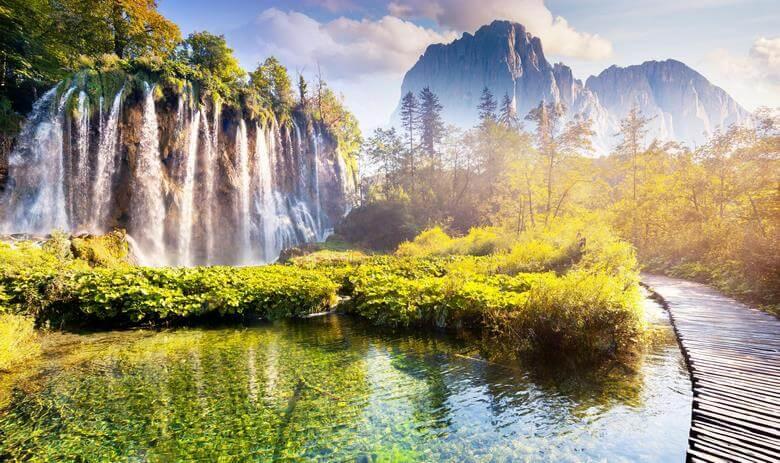 دریاچه های عجیب دنیا,عجیب ترین دریاچه جهان,عجیب ترین دریاچه ها,