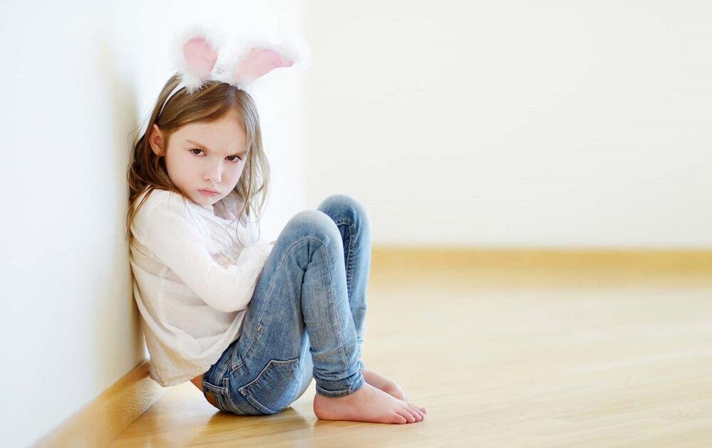 برخورد با کودک لجباز,نحوه رفتار با کودک لجباز,چگونه با کودک لجباز باید رفتار کرد