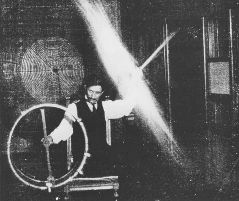 آرامگاه نیکولا تسلا,آزمایش نیکولا تسلا,بیوگرافی نیکولا تسلا