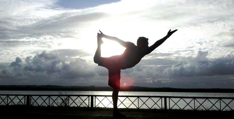 بهترین حرکات یوگا برای کمر درد,تمرین های یوگا برای کمر درد,تمرین یوگا برای کمر درد,